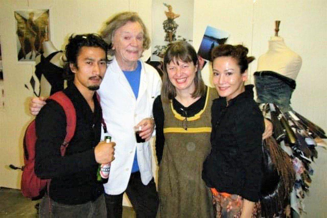 邱琦雯(右)的同學來自世界各地。圖/艾迪昇傳播提供