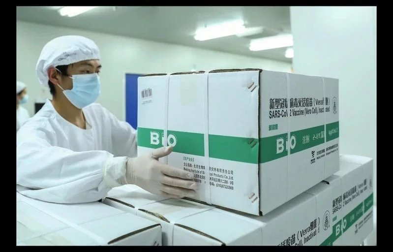 圖為國藥集團中國生物北京生物製品研究所的新冠病毒滅活疫苗分包裝工廠。圖/新華社