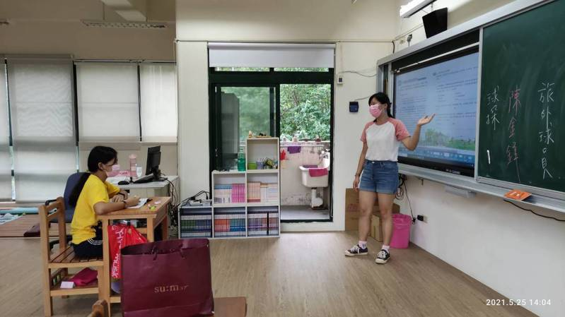 全國停課,福民國小師生全數到校,在教室實體教學。圖/福民國小提供