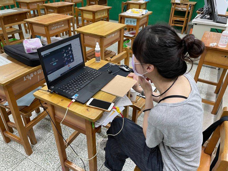 全國停課延長到6月14日。有老師坦言「不方便」,線上教學不容易注意到學生的學習狀況。記者江婉儀/攝影