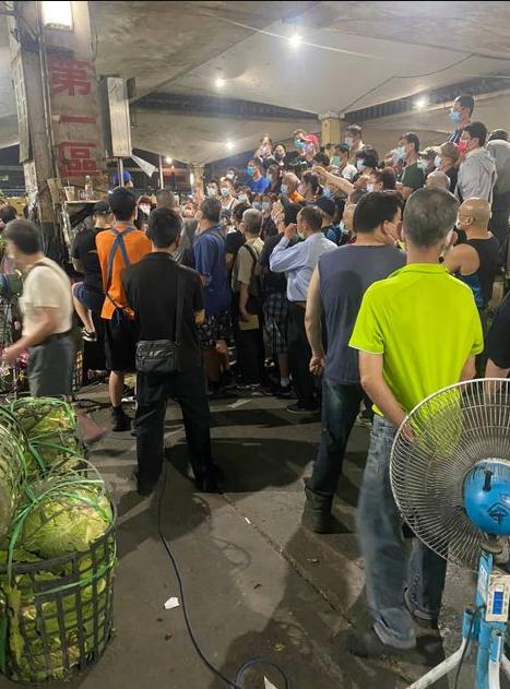 台北市議員陳怡君最近接獲許多第一果菜市場拍賣員及拖貨員陳情,因批發市場難防疫分流,恐成疫情破口。圖/議員陳怡君辦公室提供