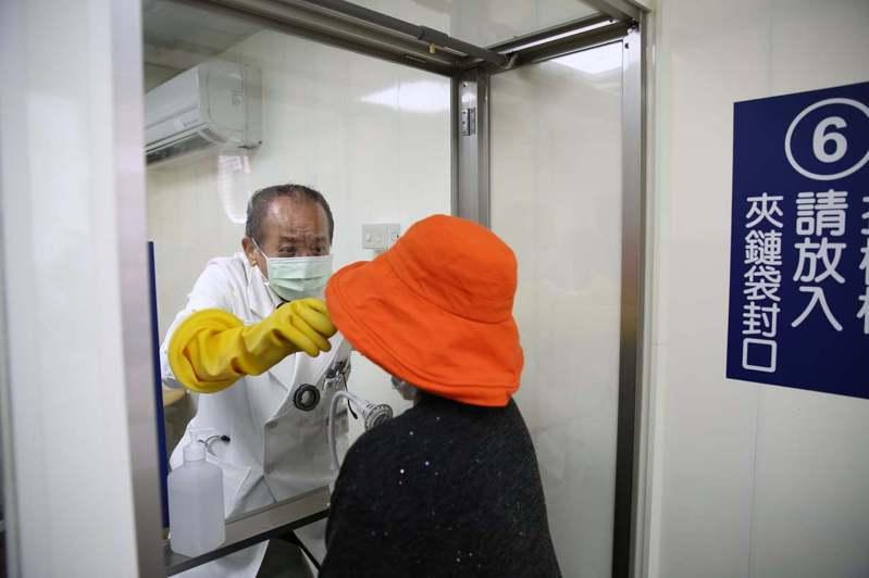 花蓮慈院鼓勵同一人陪病,降低院內感染風險,首位陪病者可做免費快篩。圖/花蓮慈濟醫院提供