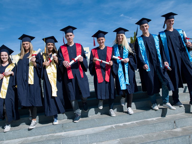 美國一所高中擅自塗改學生畢業紀念冊上的個人照片。圖片來源/ingimage