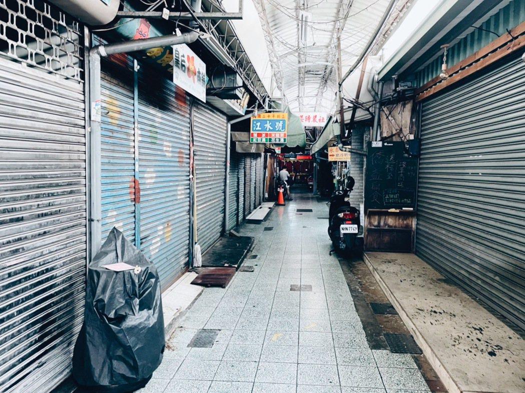 西市場曾是南台灣最大的市場,老店林立。 圖/謝小五提供