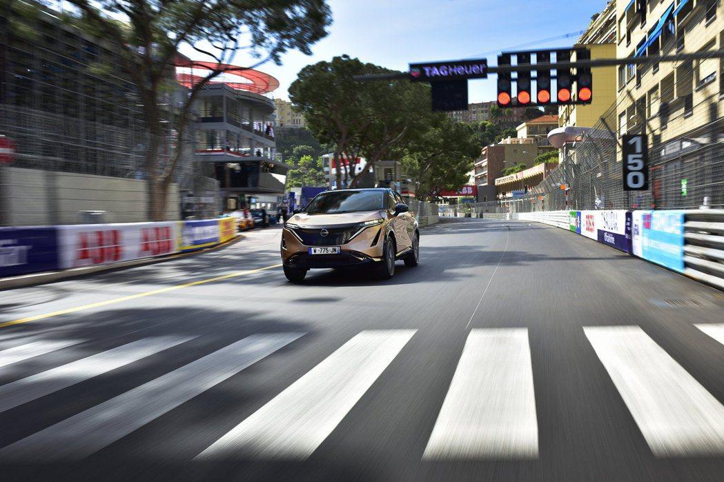 Nissan Ariya於摩納哥賽道上首次公開亮相。 摘自Nissan