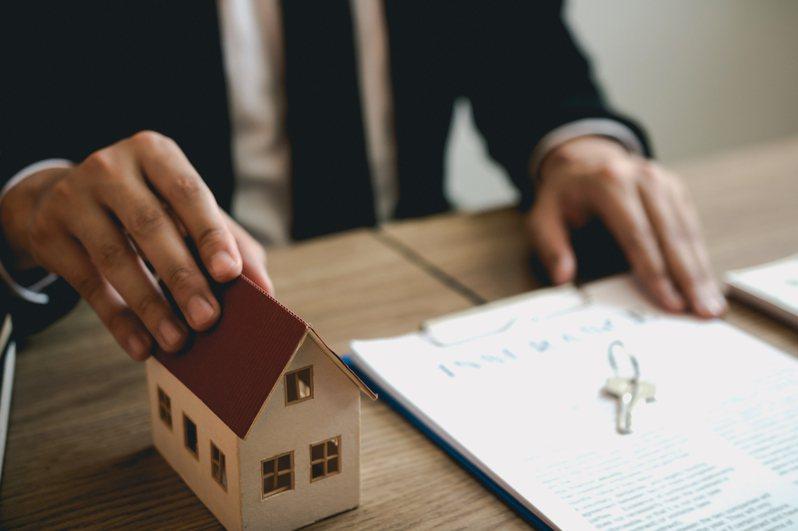 一名房東決定這個月降租1000元,有租客卻認為,「降1000元無感」,令他相當氣憤,決定唯獨不降這位租客的房租。圖/ingimage