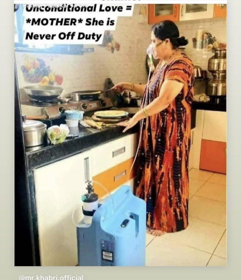 印度網上瘋傳一名婦女戴著氧氣罩下廚的照片,引起當地網友討論。 圖擷自twitter