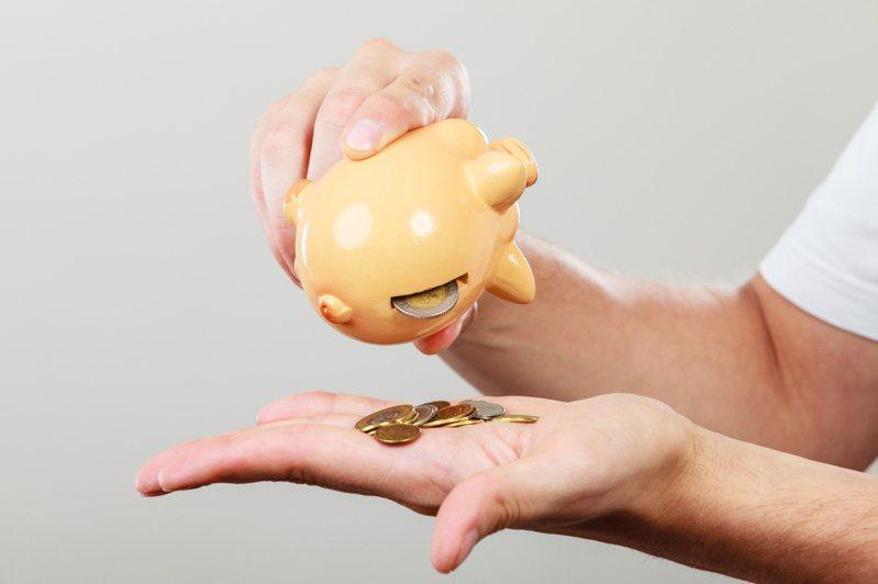 原PO好奇「大家待在家比以前省錢還是花錢?」示意圖/Ingimage