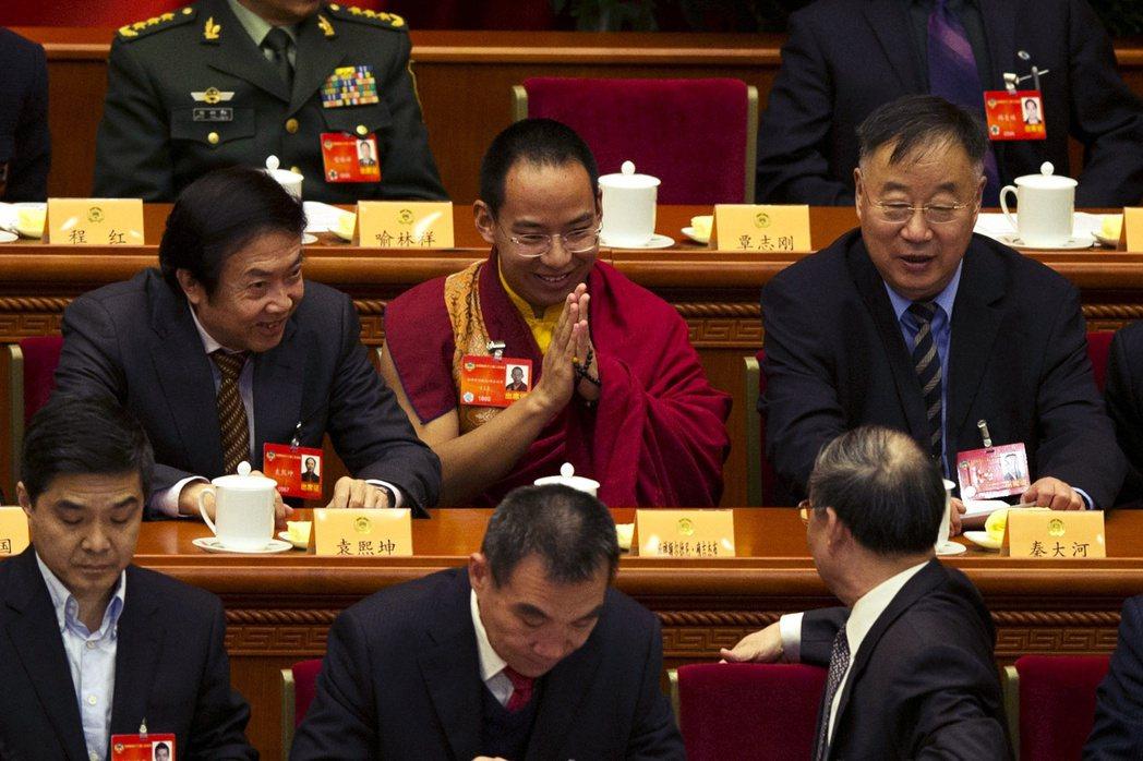 圖/美聯社:西藏統戰部主張:「中國中央政府對藏傳佛教活佛轉世有『認定權』,並已制...