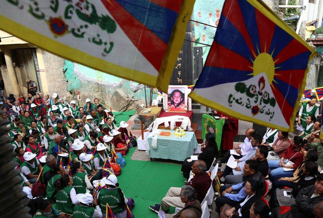 圖/歐新社:不要忘記人間蒸發26年的班禪,或許就是藏人的抵抗方式之一。圖為201...
