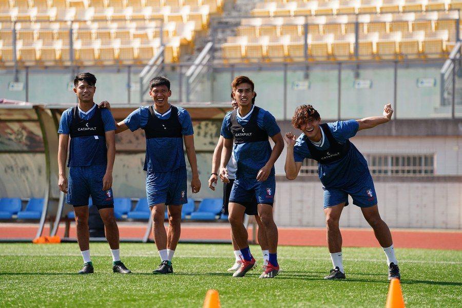各項國際賽即將開打,台灣男足很堅決參賽世預賽,已打完疫苗準備出征科威特,至於男籃