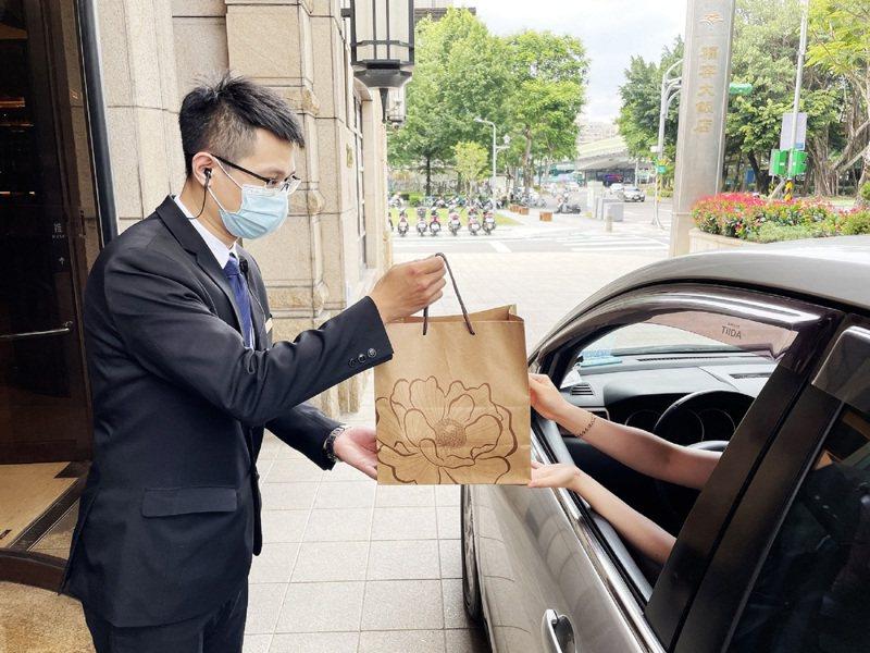 福容台北一館免下車取餐安心又方便。福容提供
