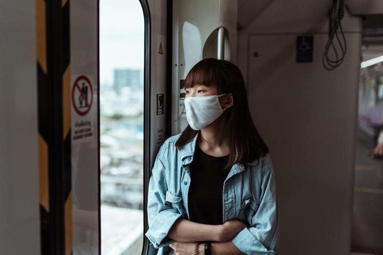 每天戴口罩,要如何拯救口罩肌呢?圖/摘自Pelexs