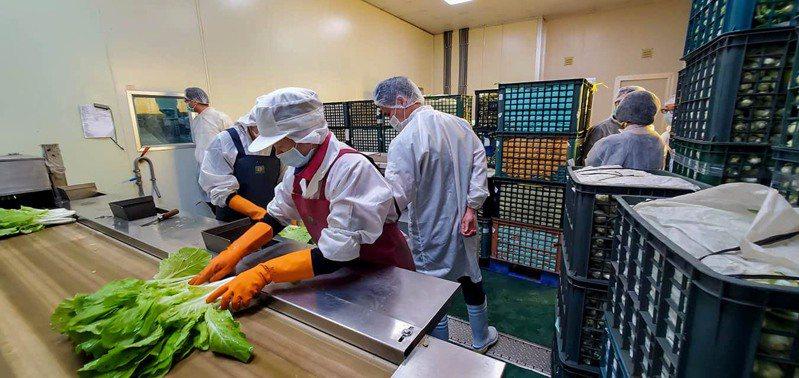中央疫情指揮中心宣布全國停課再延長至6月14日,對供學生營養午餐的團膳業者,都已做好提前放暑假的心理準備。圖/福晟團膳提供
