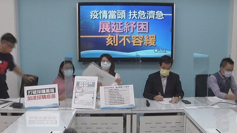 國民黨團召開「疫情當頭、扶危濟急、展延紓困、刻不容緩」記者會。