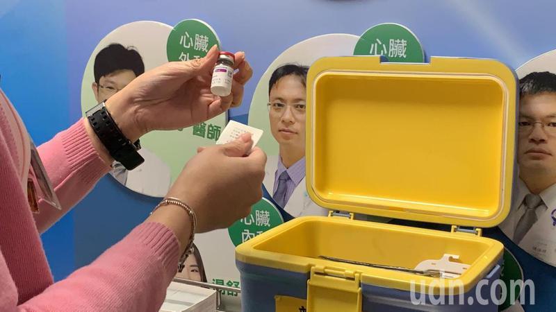雲林縣衛生局統計,符合現階段AZ疫苗接種對象尚有1萬761人未施打,但目前縣內僅剩240劑,供不應求。圖/本報資料照