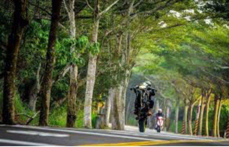 彰化縣道139線常見重機族飆車或壓車,甚至「蹺孤輪」等危險駕駛行為,警方基於安全,避免攔停,多使用測速取締。圖/彰化警方提供