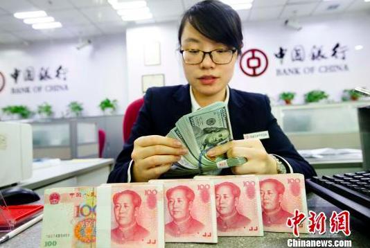 今年4月以來,人民幣對美元匯率持續升值,截至5月25日,累計升值幅度達到2.5%。中新網