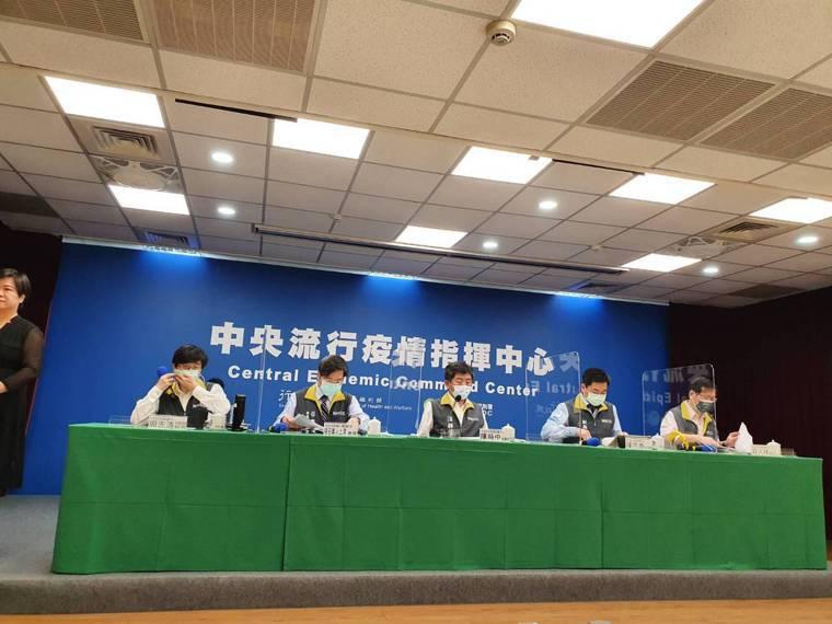 中央流行疫情指揮中心5月26日14時記者會出席名單第一排由左到右中央流行疫情指揮...