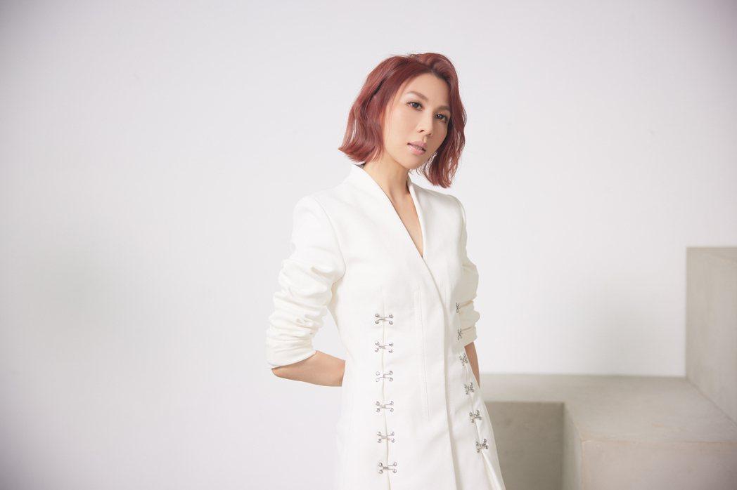 林凡新歌「名人錄」已於26日首播。圖/華納音樂提供