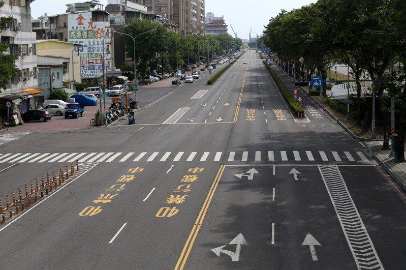 新冠肺炎病毒來勢洶洶,假日的高雄街頭一片空蕩。本報資料照片