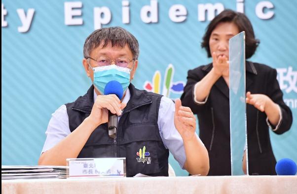 柯文哲說,台北市目前的醫療量能還是相當緊繃,不過放寬兩人一室後,盤點台北市各醫院有1023病床,預估下周會再增加300床。圖/北市府提供