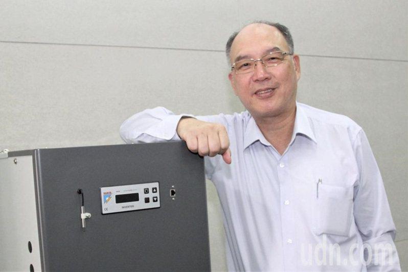台灣工具機暨零組件公會理事長許文憲呼籲,政府比照防疫規格來協助企業。本報資料照