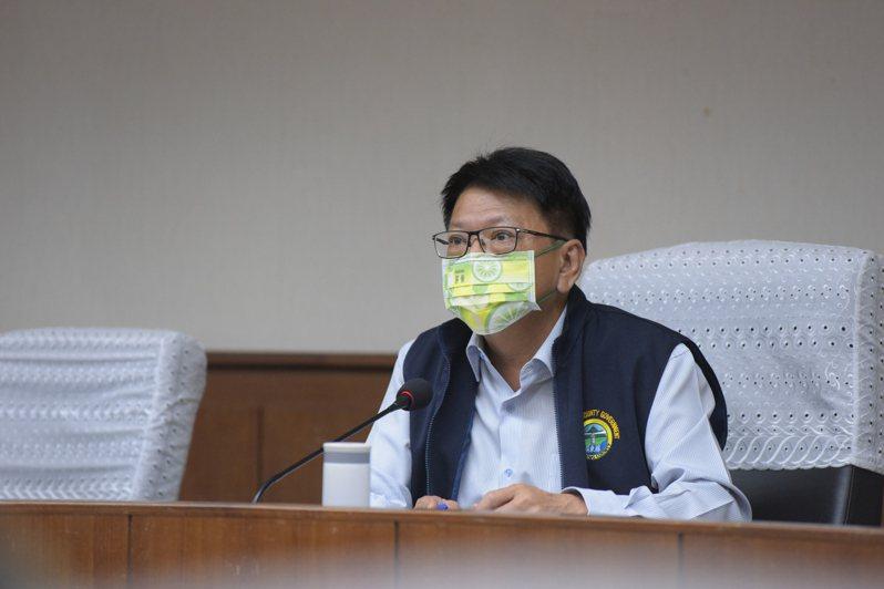 疫情嚴重衝擊產業經濟,屏東縣長潘孟安今天公布12項屏東紓困專案。記者潘欣中/攝影