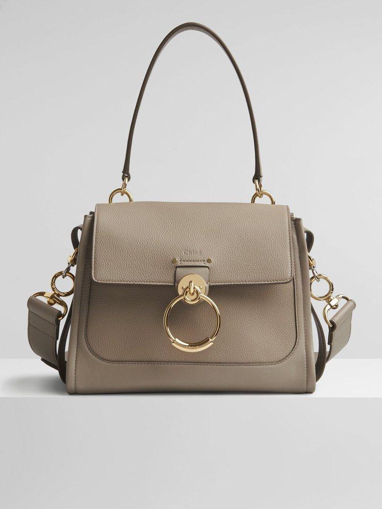 Chloé Tess Day灰色肩背提包,69,000元。圖/Chloé提供