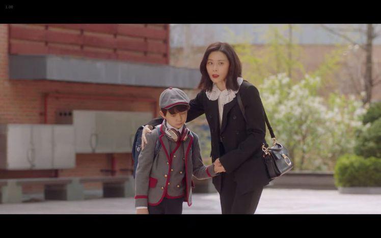 李寶英在韓劇《我的上流世界》第三集中,選搭Tess Day肩背提包搭配Chloé...
