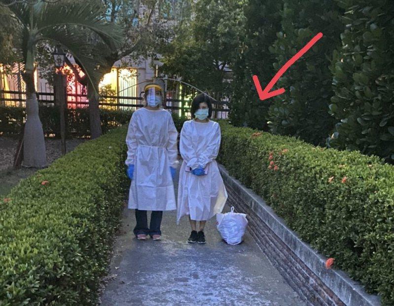 員林警分局最近查獲越南女子正在和嫖客進行交易,發現越女體溫竟達37.2度,警方立即大陣仗穿戴全套防護衣,將賣淫女子送往醫院快快篩,所幸檢驗為陰性,化解一場危機。記者林宛諭/翻攝