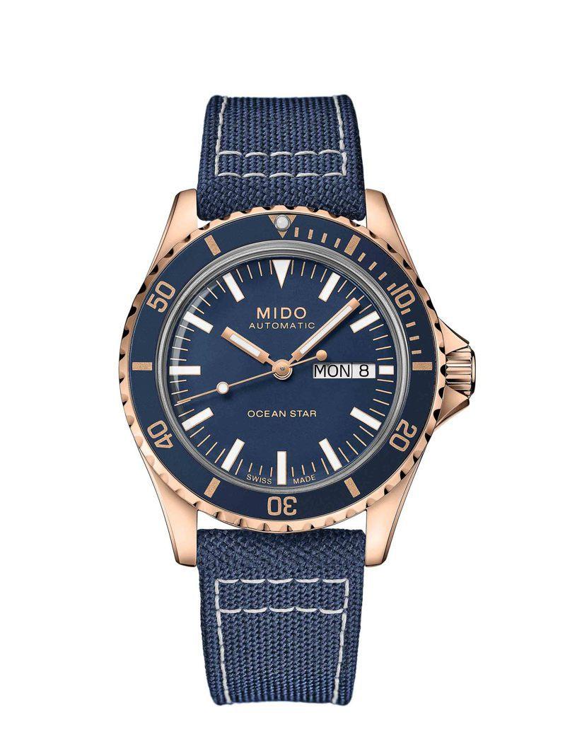 MIDO Ocean Star Tribute海洋之星復刻腕表,玫瑰金PVD表殼搭配藍色表面,31,200元。圖 / MIDO提供。