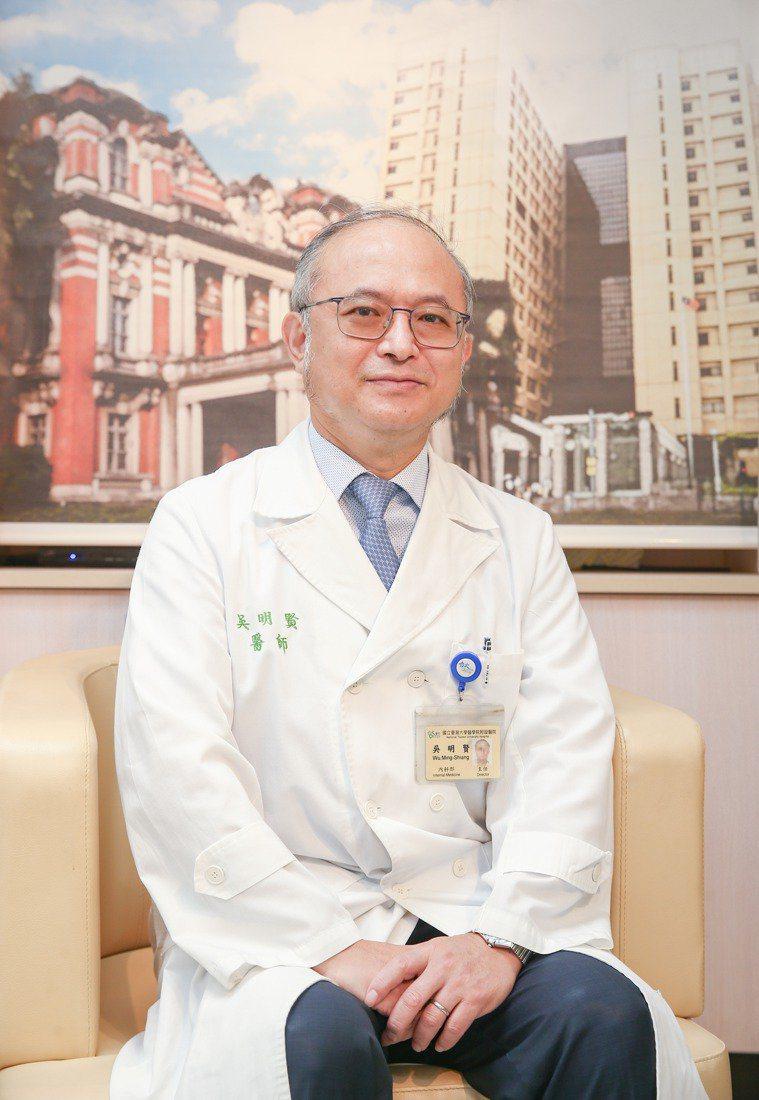 台大醫院院長吳明賢對社會發出求救信,指台大把小兒加護病房都改裝、收治成人,仍然不...