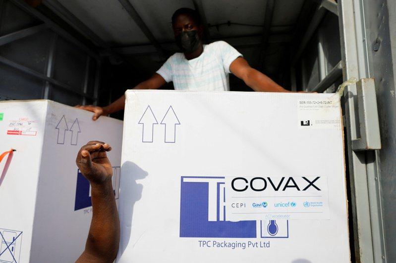 耗資數十億元的「疫苗全球取得機制」(COVAX),去年初的原始構想是全球版「神速行動」,但由於問題不斷,將難以達成目標。(路透)