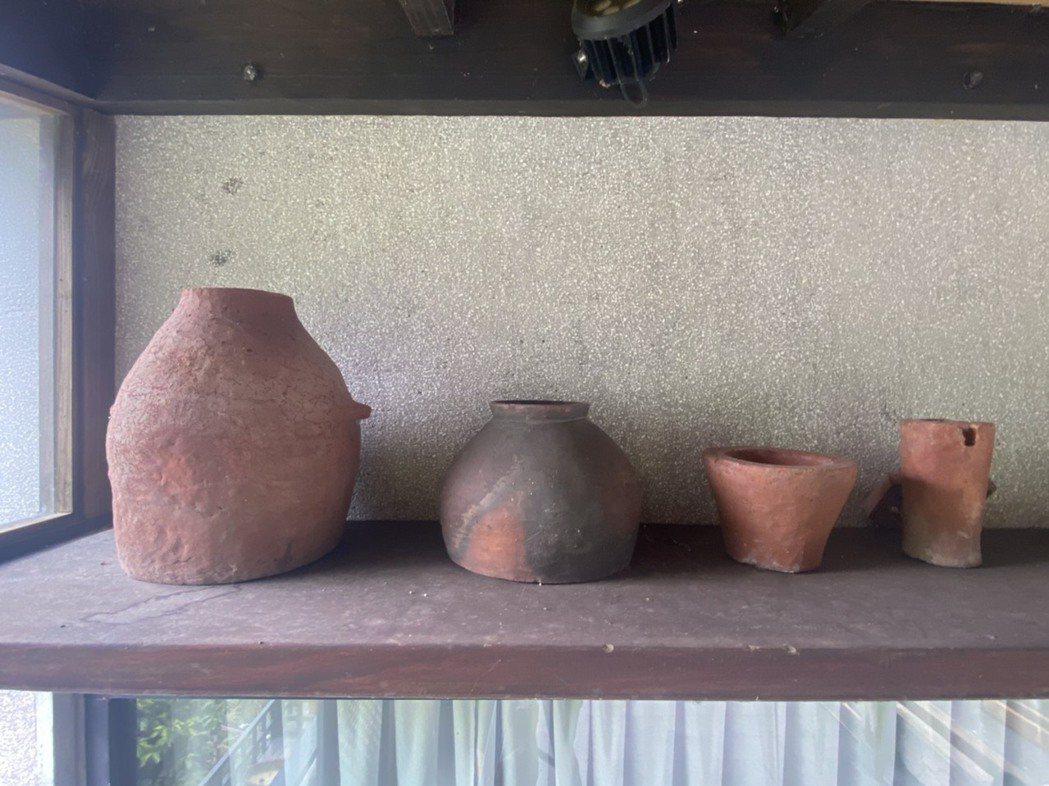林憲能收藏紅磚相關物品多年,並規劃舉辦特展。照片提供/林憲能