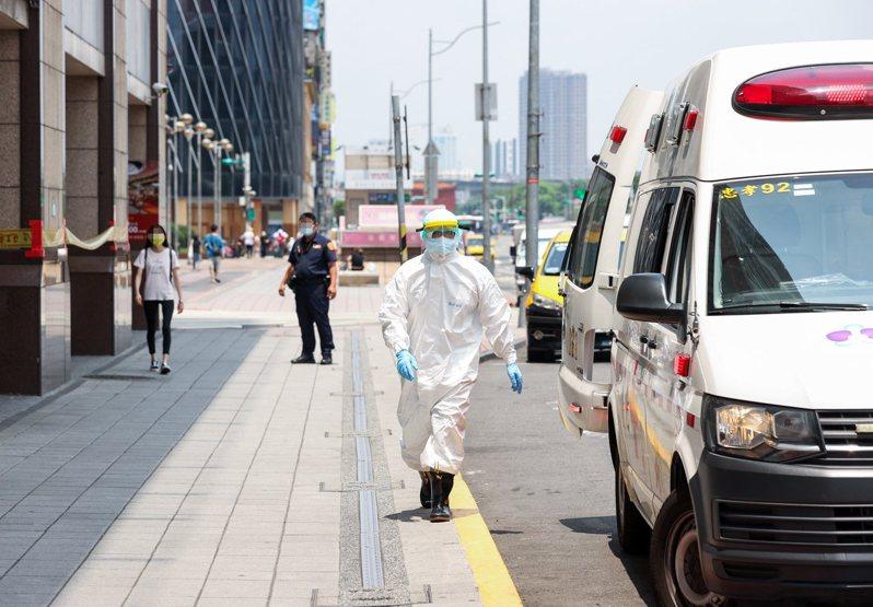 一名網友的阿嬤因染疫住進北市加強版防疫旅館,不到2天就過世。 聯合報系資料照/記者曾原信攝影