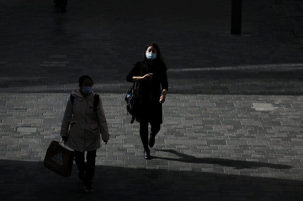 根據警政署統計,台灣每年約發生高達8,000件跟蹤騷擾案件。示意圖。 圖/美聯社