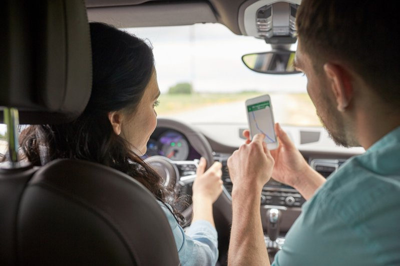 Google Maps 應用程式內建的「時間軸」只要經過設定、將定位相關權限啟用,就會自動幫你記錄每天每個時間點你可能去過那些地方、交通工具、耗費時間和距離。示意圖/Ingimage