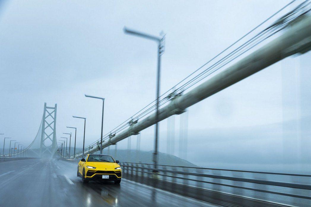 明石海峽大橋。 圖/Lamborghini提供