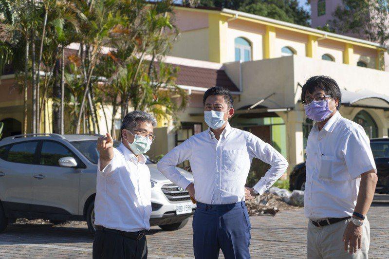 市長林智堅(中)與竹科管理局長王永壯(右)昨天現勘,將在竹科設置篩檢站。圖/新竹市政府提供