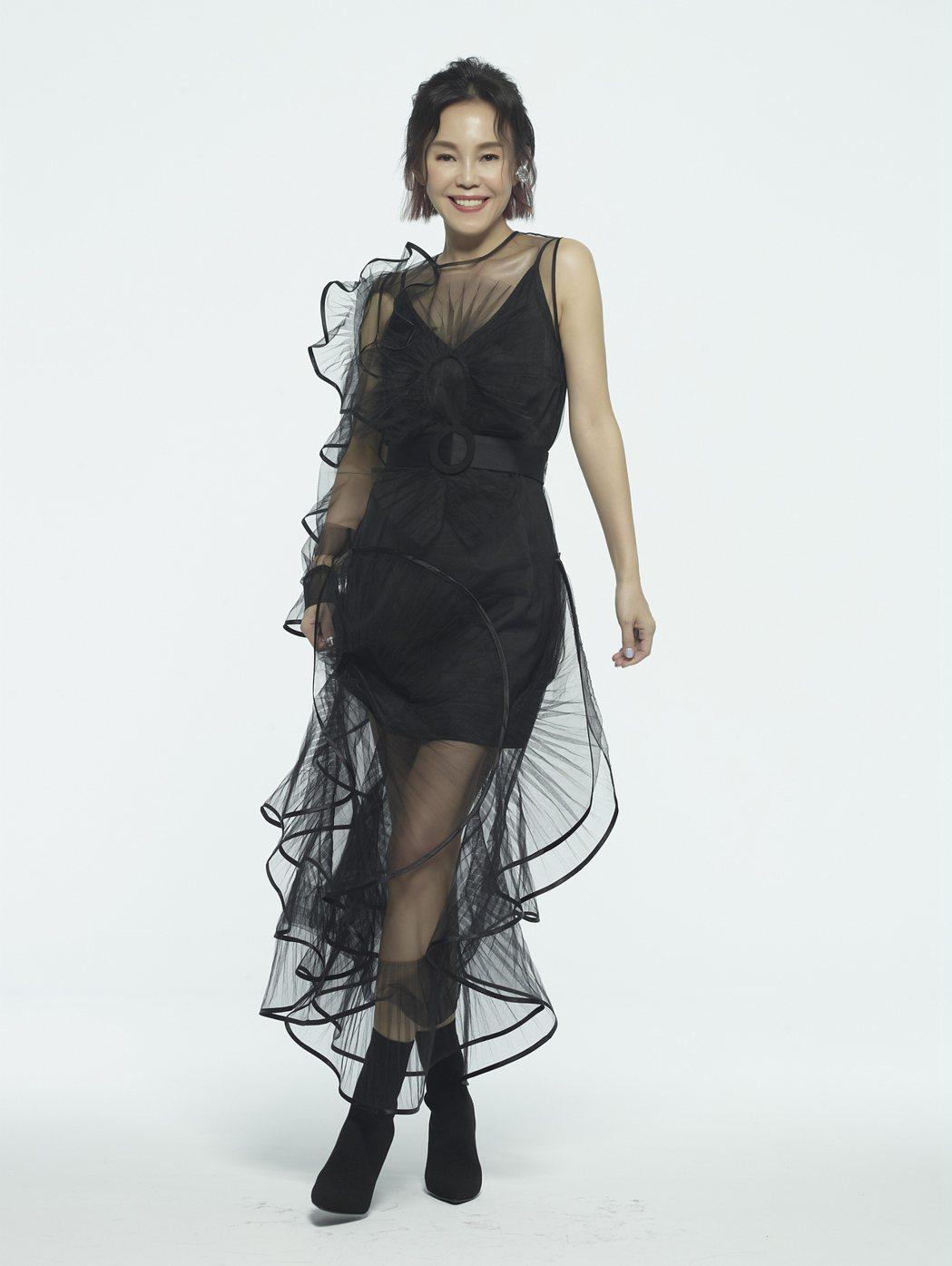彭佳慧的第三波主打「我先請」MV,邀來話題名人一同大跳「先請舞」。圖/索尼音樂提