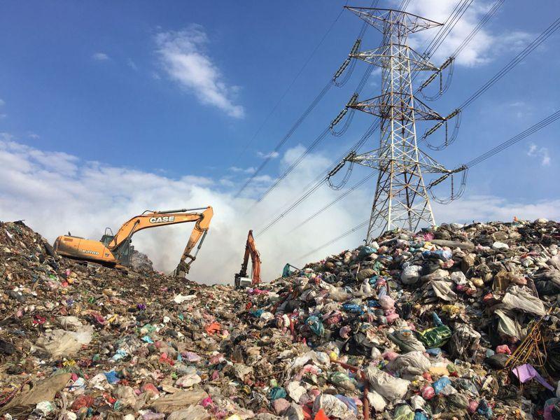 草屯鎮垃圾轉運站累積5萬公噸,終於有廠商得標,第一年將清運1萬2千多公噸垃圾。圖/南投縣環保局提供