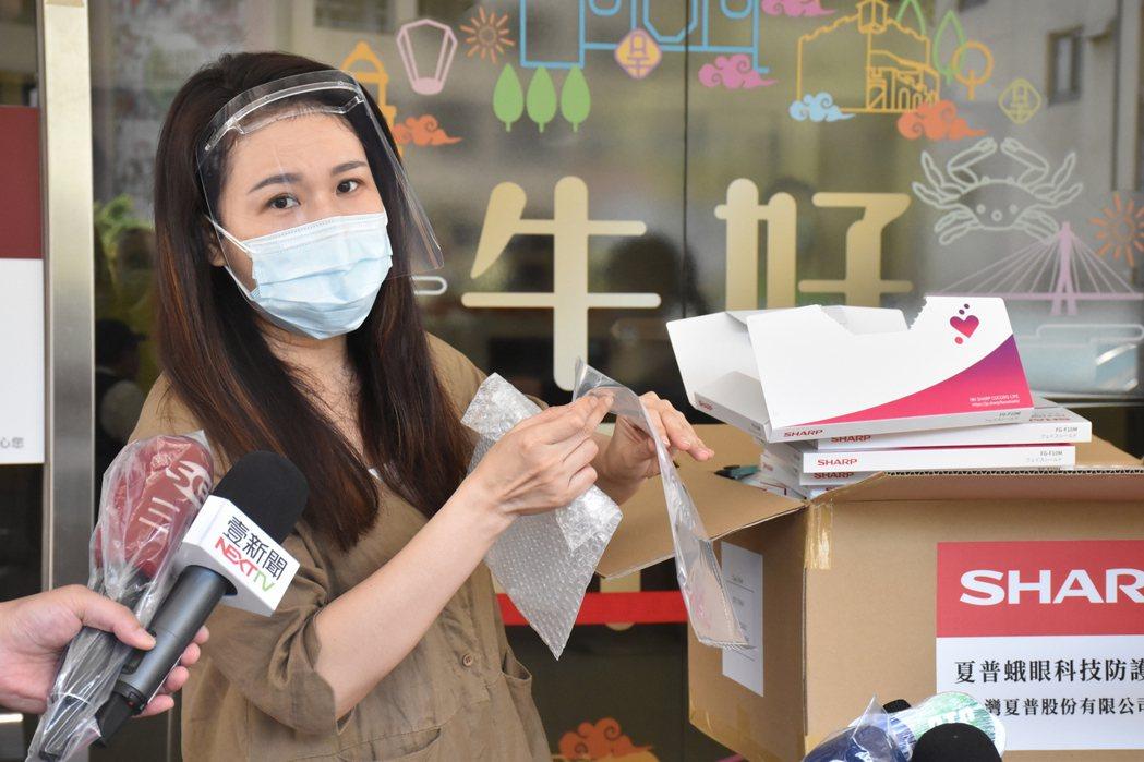 劉宥彤表示,中國及國台辦無干涉購買疫苗,也呼籲「政治要為經濟服務」,希望台灣減少...