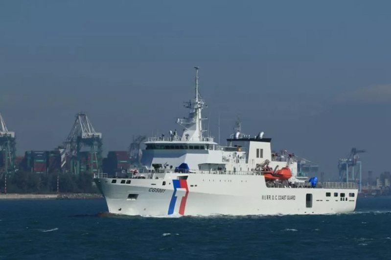 海巡署嘉義艦今天趕抵太平島。這是該艦首度執行碧海專案任務。圖/高雄讀者提供