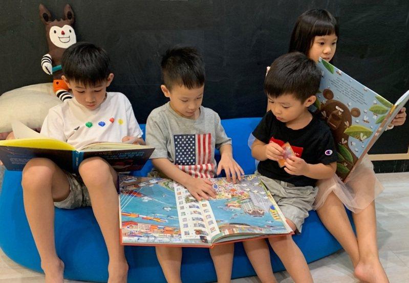 博客來發現,居家時間變長,育兒需求大增,帶動童書業績飆升、投資理財類買氣增5成。圖/博客來提供