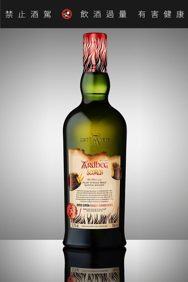 2021年雅柏Scorch委員會版威士忌,採白底色酒標。圖/摘自Ardbeg官網...