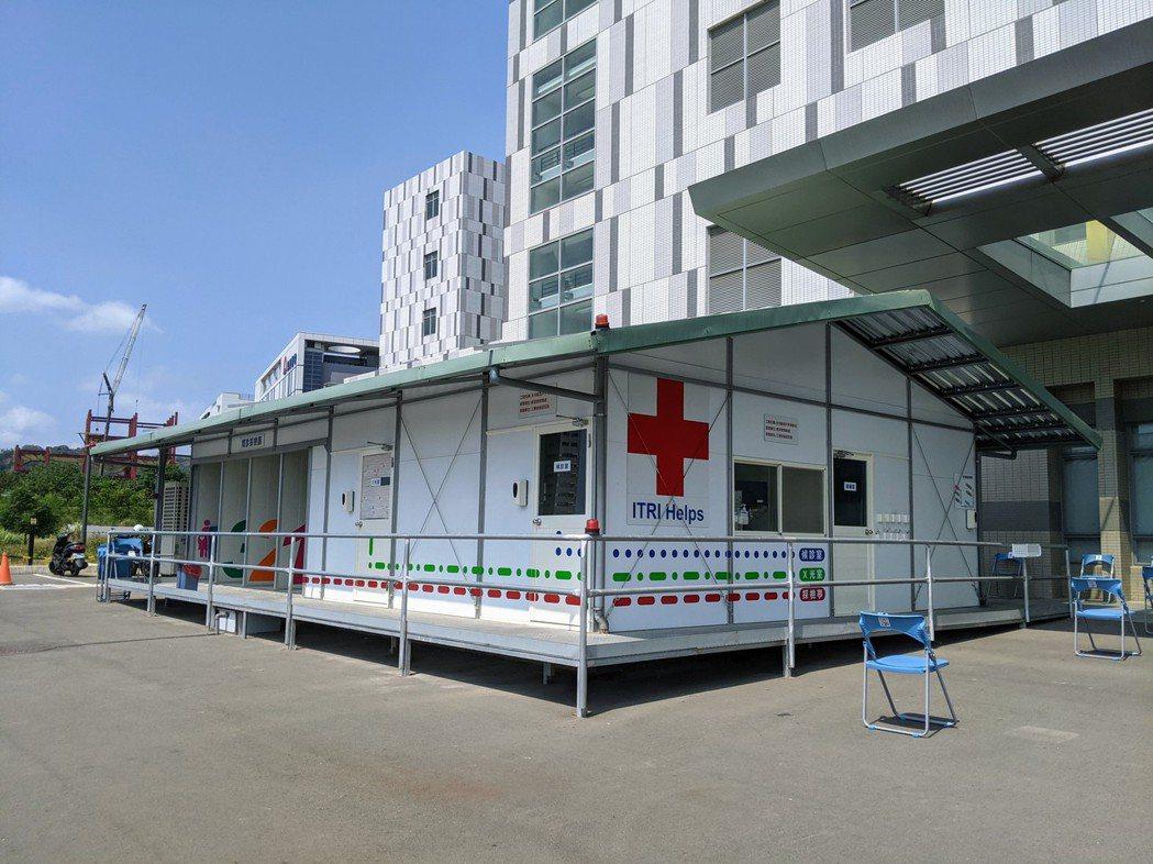臺大生醫醫院竹北院區戶外篩檢站。新竹臺大分院/提供