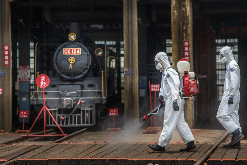 36化學兵群今針對彰化地區實施消毒。圖/軍聞社