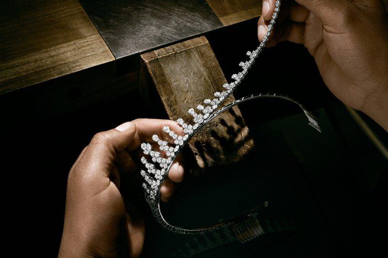婚嫁系列的海瑞溫斯頓鑽石皇冠,透過不同切工鑽石的鑲嵌,內蘊傳承的意味。圖 / 海瑞溫斯頓提供。