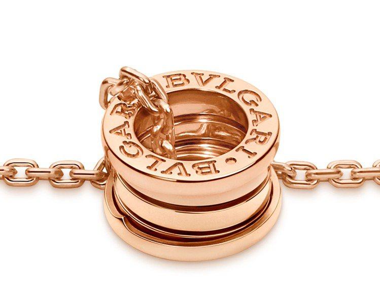 BVLGARI B.zero1系列玫瑰金三環項鍊,約14萬3,100元。圖/寶格...